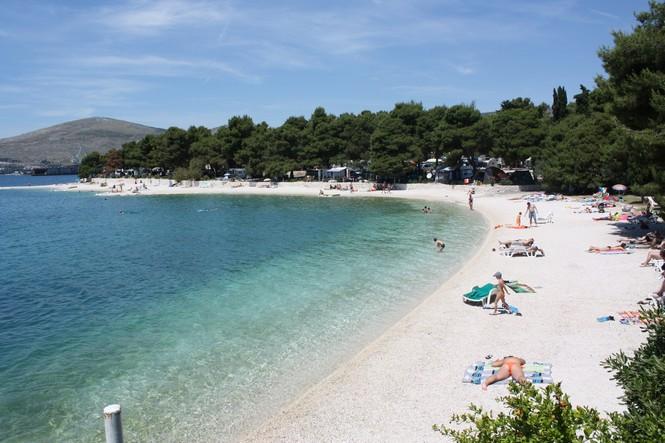 Trogir okrug gornji beach